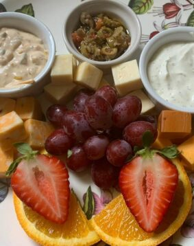 cheese chunks, fruit and dip