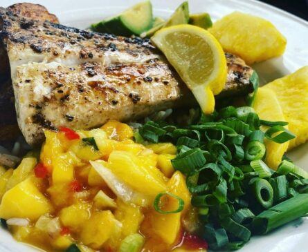 mahi mahi with greans and mango