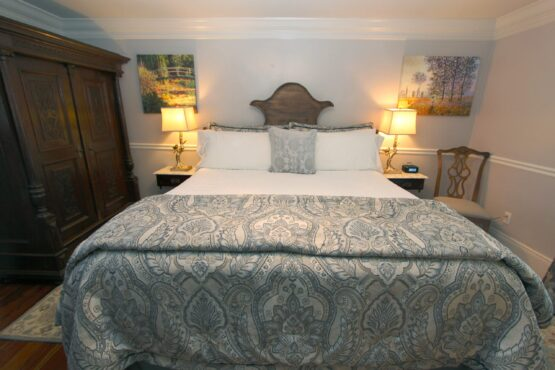 Charlotte king size bed